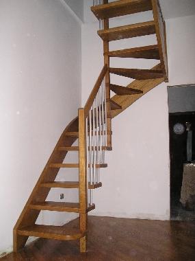 Scala a chiocciola quadrata in legno - Foto scale in legno ...